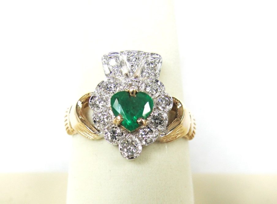 ultimate 14k yellow gold emerald claddagh ring