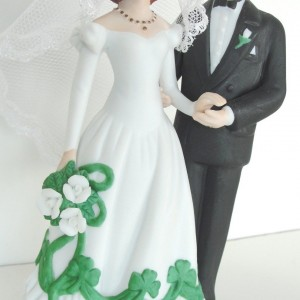 IRISH-SHAMROCKS-BRIDE-AND-GROOM-WEDDING-CAKE-TOP-OR-FIGURINE-IRISH-GIFT-221295721986