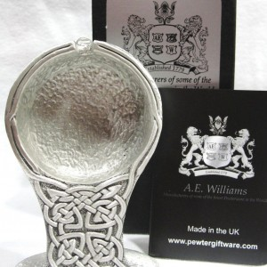 SOLID-CELTIC-DESIGN-POCKET-WATCH-STAND-BY-A-E-WILLIAMS-PEWTER-IN-UK-371204033318